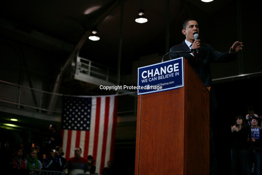 U.S. Presidential candidate and Democratic Senator Barack Obama of Illinois speaks during a campaign stop in Hanover, New Hampshire Jan. 8, 2008. Photographer: Keith Bedford/Bloomberg News