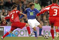 Fotball<br /> Veldedighetskamp for ofrene etter tsunamien i Asia<br /> Football for hope<br /> 15. februar 2005<br /> Nou Camp - Barcelona<br /> Foto: Digitalsport<br /> NORWAY ONLY<br /> RAUL (CHE) / RAFAEL MARQUEZ (RON)