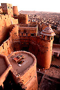 INDIA, RAJASTHAN city walls and gate of 11th century city  of Jaisalmer in the Great Thar Desert