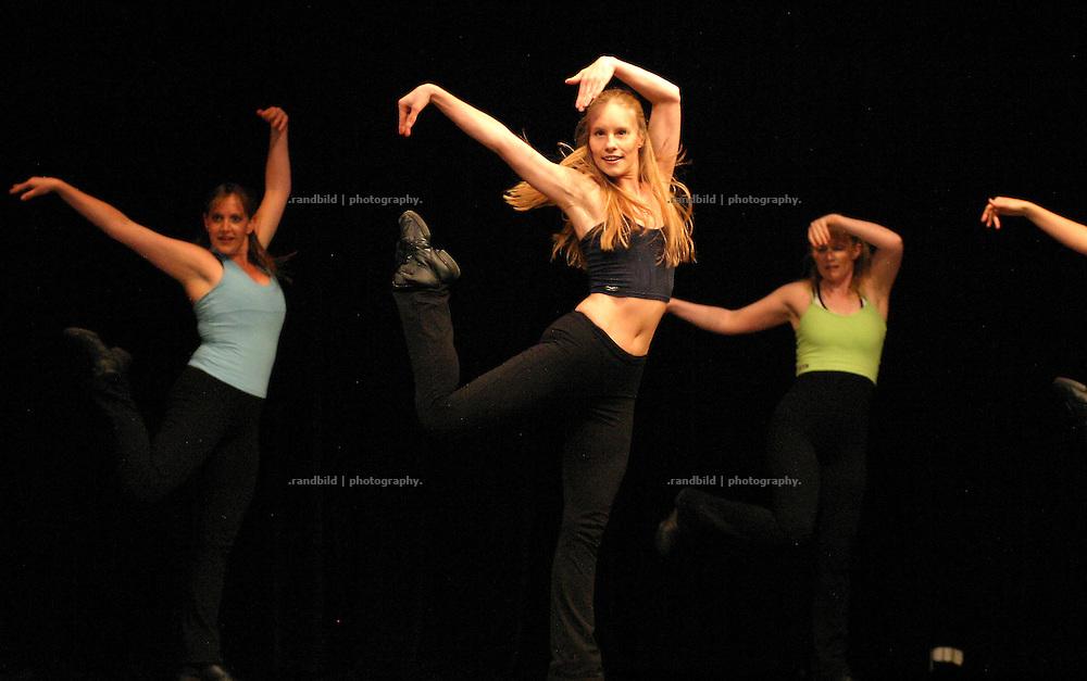 Tänzerinnen von Sport Art Lüchow Tanzen während der Eröffnung der Wellvita in Hitzacker