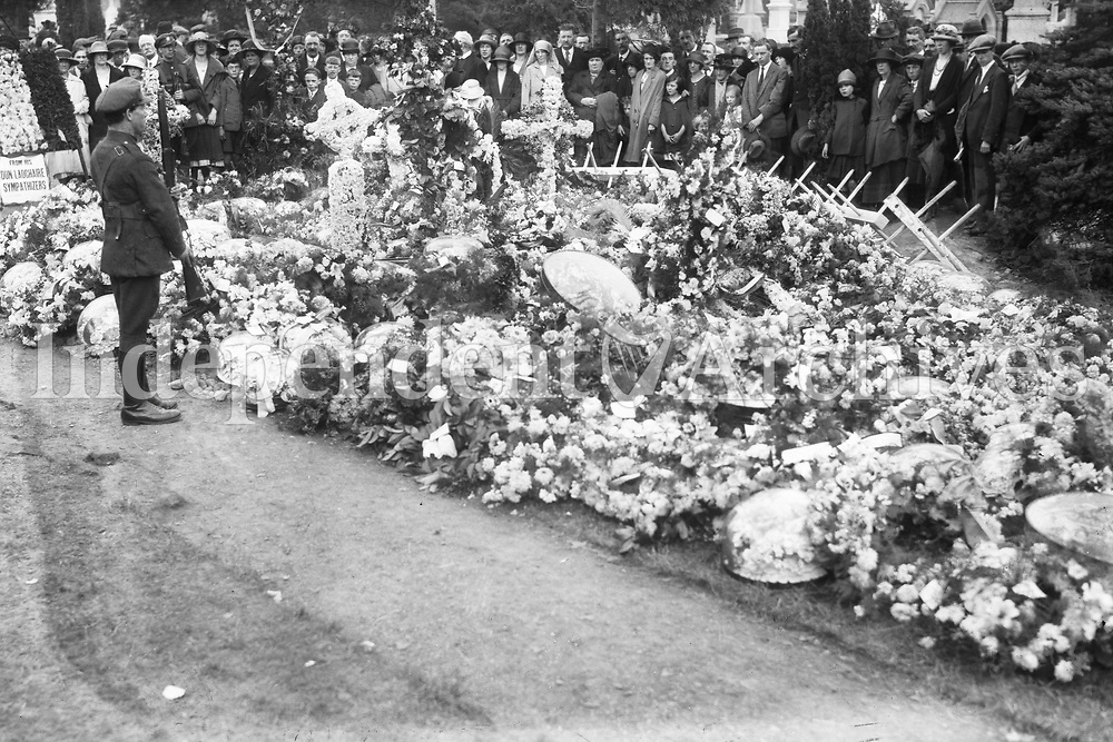 Floral tributes and wreaths on the grave of Michael Collins in Glasnevin Cemetery. (Part of the Independent Newspapers Ireland/NLI Collection)