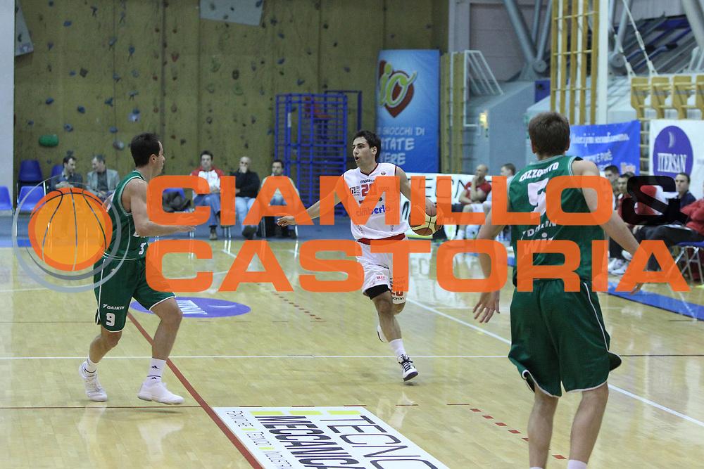DESCRIZIONE : Montebelluna Treviso Torneo di Carnevale Lega A 2010-11 <br /> GIOCATORE : Rok Stipcevic<br /> SQUADRA : Benetton Treviso Cimberio Varese<br /> EVENTO :  Torneo di Carnevale<br /> GARA : Benetton Treviso Cimberio Varese<br /> DATA : 12/03/2011<br /> CATEGORIA :  Palleggio<br /> SPORT : Pallacanestro <br /> AUTORE : Agenzia Ciamillo-Castoria/G.Contessa<br /> Galleria : Lega Basket A 2010-2011 <br /> Fotonotizia : Montebelluna Treviso Torneo di Carnevale Lega A 2010-11<br /> Predefinita :