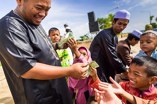 Good Child Eid Al-Fitr Feast - EidHatYai2014038  Pictures_485472 .jpg