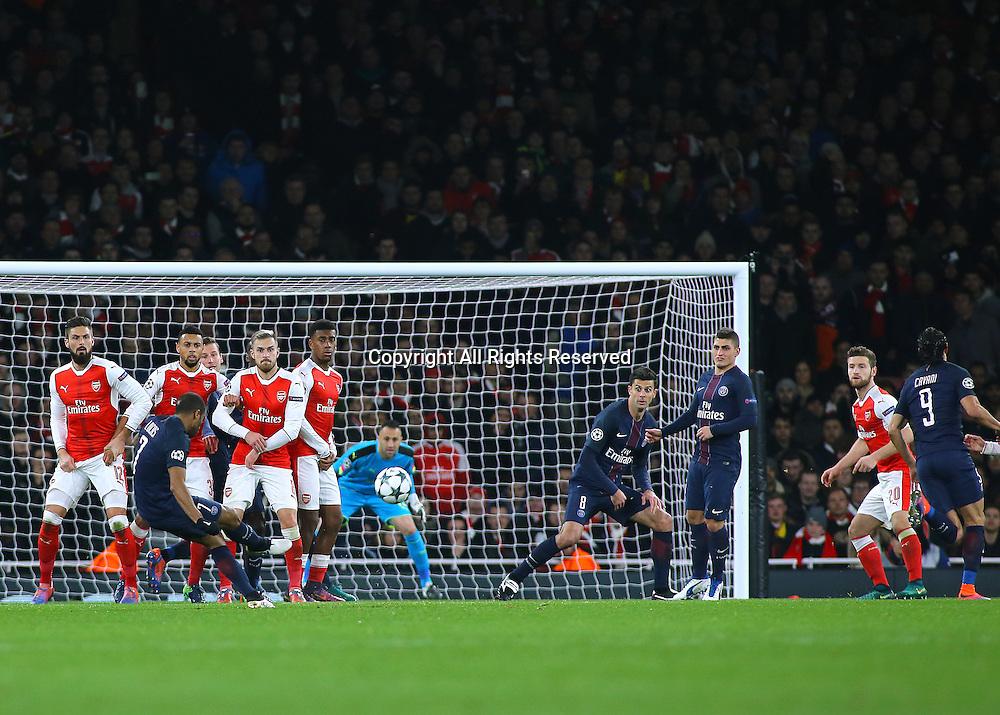 23.11.2016. Emirates Stadium, London, England. UEFA Champions League Football. Arsenal versus Paris Saint Germain. Paris Saint-Germain Midfielder Lucas's free kick shot hits the bar.