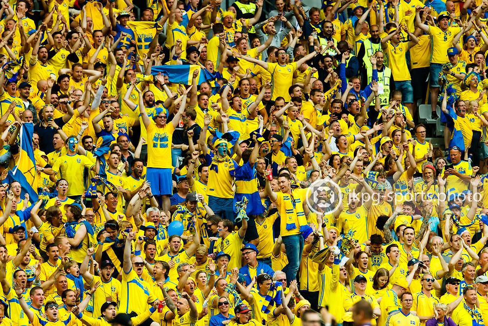 June 13 2016, Euro 2016 Ireland - Sweden<br /> The Swedish fans celebrates the 1-1 goal.<br /> Editorial Use Only.<br /> Local caption:<br /> Em Fotboll, Frankrike - Rum&auml;nien, 20160613<br /> De Svenska fansen jublar efter 1-1 m&aring;let som var ett sj&auml;lvm&aring;l.<br /> Endast f&ouml;r redaktionellt bruk.<br /> &copy; Daniel Malmberg/IBL/All Over Press