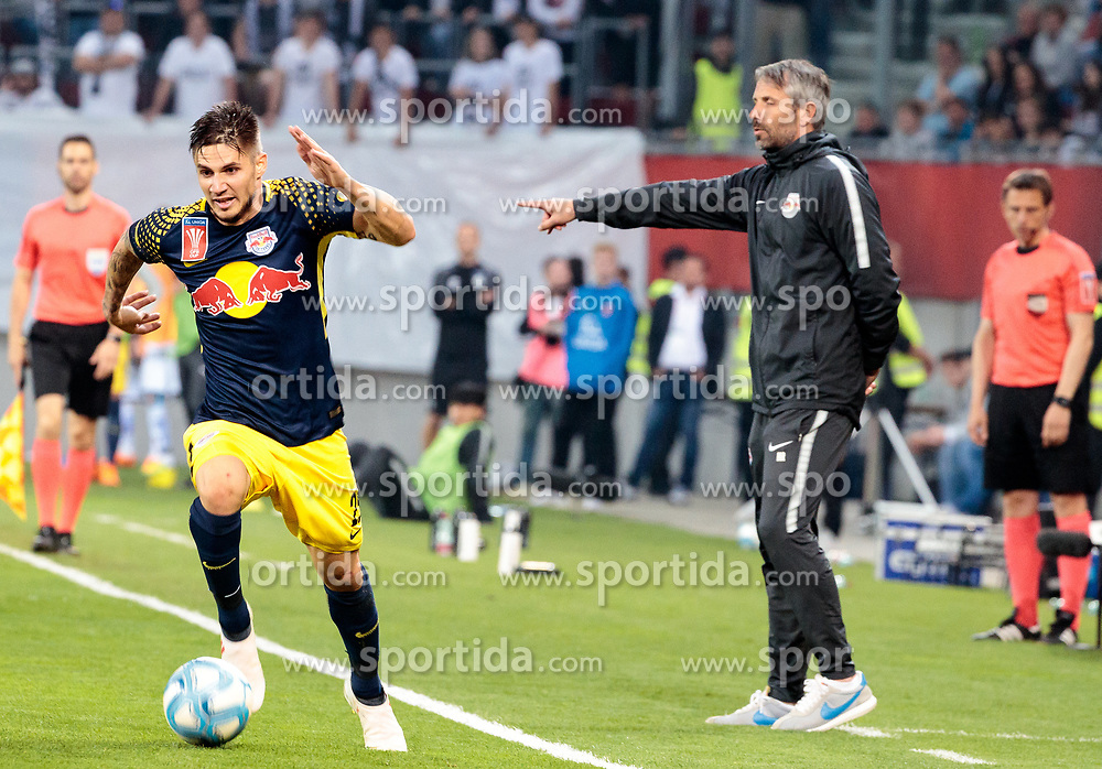 09.05.2018, Woerthersee Stadion, Klagenfurt, AUT, OeFB Uniqa Cup, SK Puntigamer Sturm Graz vs FC Red Bull Salzburg, Finale, im Bild Patrick Farkas (FC Red Bull Salzburg), Trainer Marco Rose (FC Red Bull Salzburg) // during the final match of the ÖFB Uniqa Cup between SK Puntigamer Sturm Graz and FC Red Bull Salzburg at the Woerthersee Stadion in Klagenfurt, Austria on 2018/05/09. EXPA Pictures © 2018, PhotoCredit: EXPA/ Johann Groder