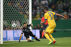 October 31, 2017 - Lisbon, Portugal - Juventus' Croatian forward Mario Mandzukic (R ) vies with Sporting's goalkeeper Rui Patricio from Portugal during the UEFA Champions League football match Sporting CP vs Juventus at the Alvalade stadium in Lisbon, Portugal on October 31, 2017. (Credit Image: © Pedro Fiuza/NurPhoto via ZUMA Press)