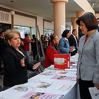 Toluca, México.- Martha Hilda González Calderón alcaldesa de Toluca durante la inauguración  de la Feria de Empleo para madres solteras , adultos mayores y discapacitados.  Agencia MVT / Crisanta Espinosa