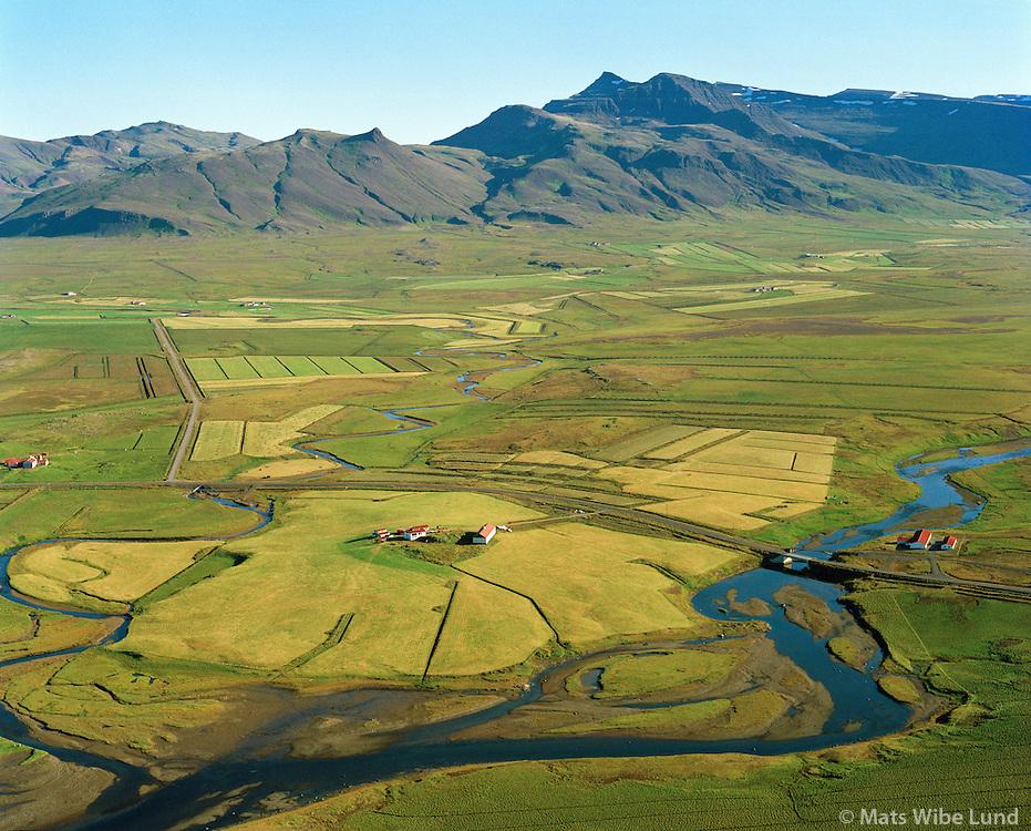 Vogatunga séð til norðurs. Leirá t.v. og Laxá t.h. Skarðsheiði í bakgrunni.  Hvalfjarðarsveit áður Leirár- og Melasveit .  /   Vogatunga viewing north towards Skardsheidi mountains. River Leira bleft and Laxa right.  Hvalfjardarsveit former Leirar- og Melasveit.