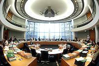 14 NOV 2007, BERLIN/GERMANY:<br /> Übersicht Sitzungssaal 2.400 vor Beginn einer Sitzung des Haushaltsausschusses des Deutschen Bundestages, Paul-Loebe-Haus, Deutscher Bundestag<br /> IMAGE: 20071114-01-012<br /> KEYWORDS: Haushaltsausschuss, Paul-Löbe-Haus
