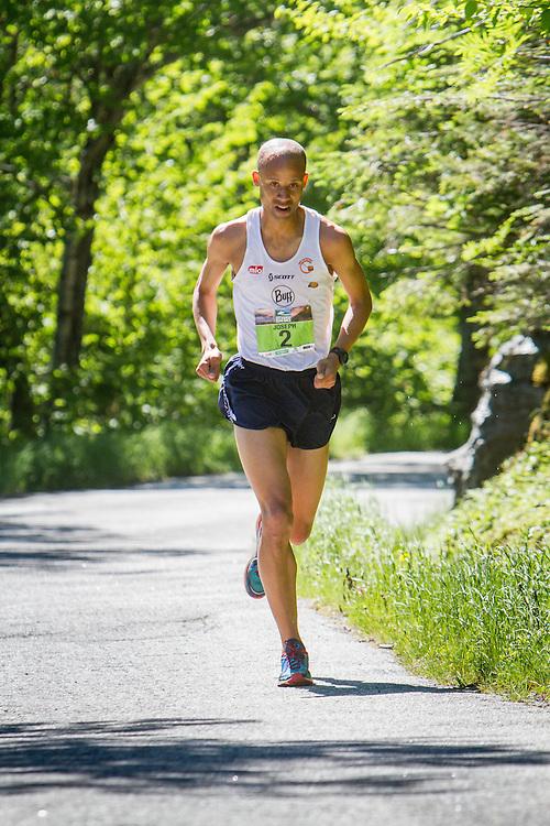 53rd Mt Washington 7.6 mile Road Race Base to Summit: Joe Gray, early leader