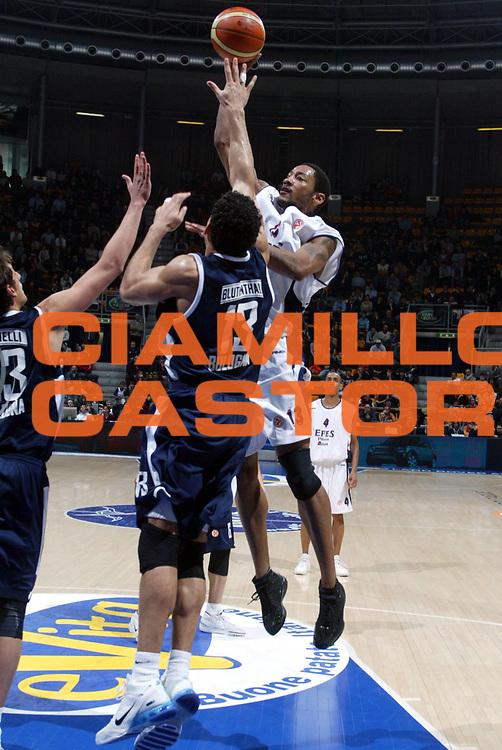 DESCRIZIONE : Bologna Eurolega 2006-07 Climamio Fortitudo Bologna Efes Pilsen <br /> GIOCATORE : Haislip <br /> SQUADRA : Efes Pilsen <br /> EVENTO : Eurolega 2006-2007 <br /> GARA : Climamio Fortitudo Bologna Efes Pilsen <br /> DATA : 24/01/2007 <br /> CATEGORIA : Tiro <br /> SPORT : Pallacanestro <br /> AUTORE : Agenzia Ciamillo-Castoria/M.Minarelli <br /> Galleria : Eurolega 2006-2007 <br />Fotonotizia : Bologna Eurolega 2006-2007 Climamio Fortitudo Bologna Efes Pilsen <br />Predefinita :