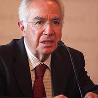 Toluca, Mex.- Jaime Almazan Delgado (izq), Comisionado de los Derechos Humanos del Estado de Mexico (CDHEM), durante la firma de convenio de la Comision de Derechos Humanos y el Ayuntamiento de Toluca, en Palacio Municipal . Agencia MVT / Javier Rodriguez. (DIGITAL)<br /> <br /> <br /> <br /> <br /> <br /> <br /> <br /> <br /> <br /> <br /> <br /> <br /> <br /> <br /> <br /> <br /> <br /> <br /> <br /> <br /> <br /> <br /> <br /> <br /> <br /> <br /> <br /> <br /> <br /> <br /> <br /> NO ARCHIVAR - NO ARCHIVE