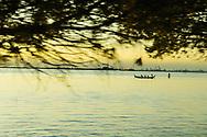 """Il Petrolchimico di Porto Marghera visto dal Lido. La struttura industriale, ora in parziale dismissione, contribuisce ancora all'apporto di inquinanti in atmosfera. Inoltre negli anni '50-'60 lo scavo del """"Canale dei petroli"""" avrebbe contribuito al dissesto idrologico della Laguna Veneta."""