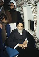2080  Imam Khomeyni in the plane to Iran