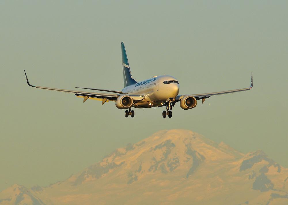Westjet 737 sunset landing