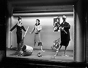 "29/09/1960<br /> 09/29/1960<br /> 29 September 1960<br /> Switzers Window displays Grafton Street, Dublin for Robert Dawson Studios. Wool Time gift idea window at Switzers, ""Ideas for Women""."