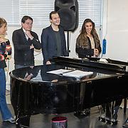 NLD/Amsterdam/20191204 - Repetities musical Verliefd op Ibiza, Johnny Kraaijkamp, Guido Spek, Chris Tates, Mylene d'Anjou, Laura Ponticorvo,
