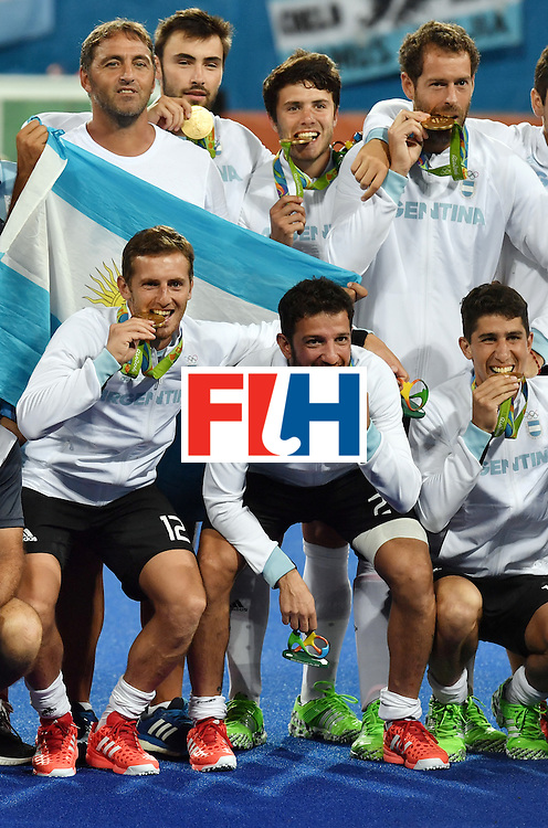 Argentina's players pose with their gold medals during the men's field hockey medals ceremony of the Rio 2016 Olympics Games at the Olympic Hockey Centre in Rio de Janeiro on August 18, 2016. / AFP / Pascal GUYOT        (Photo credit should read PASCAL GUYOT/AFP/Getty Images)