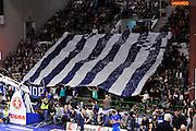 DESCRIZIONE : Sassari LegaBasket Serie A 2015-2016 Dinamo Banco di Sardegna Sassari - Giorgio Tesi Group Pistoia<br /> GIOCATORE : Ultras Commando Sassari<br /> CATEGORIA : Coreografia Ultras Tifosi Spettatori Pubblico<br /> SQUADRA : Dinamo Banco di Sardegna Sassari<br /> EVENTO : LegaBasket Serie A 2015-2016<br /> GARA : Dinamo Banco di Sardegna Sassari - Giorgio Tesi Group Pistoia<br /> DATA : 27/12/2015<br /> SPORT : Pallacanestro<br /> AUTORE : Agenzia Ciamillo-Castoria/C.Atzori