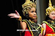 Cinq danses classiques et folkoriques issues de l'Inde, du Bangladesh, du Cambodge et du Laos sont interpr&eacute;t&eacute;s sur la sc&egrave;ne de l'H&ocirc;tel de Paris<br /> <br /> La troupe du ballet royal lao pr&eacute;sente la danse pour honorer les divinit&eacute;s et les g&eacute;nies terrestres &agrave; l'occasion de la nouvelle ann&eacute;e.