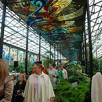 TOLUCA, México.- Las esposas de los funcionarios del Estado Mayor, visitaron el jardín botánico de Toluca (Cosmovitral) en donde observaron el arte de los vitrales, realizado por el maestro mexiquense Leopoldo Flores. Agencia MVT / José Hernández. (DIGITAL)