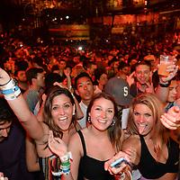 Cancun, Q. Roo.- El cantante de rap Snoop Dogg se presento en la discoteca The City como parte de los espectaculos que son llevados para los jovenes universitarios denominados Spring Break. Agencia MVT / Mario Vazquez de la Torre.