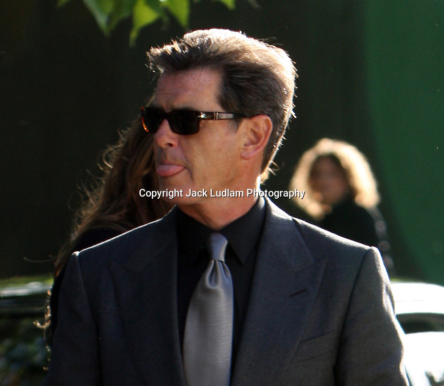PEIRCE BROSNAN ARRIVES AT NELSON MANDELLA DINNER PARTY IN HYDE PARK  PICTURE JACK LUDLAM  MUST BYLINE High Quality Prints available ,please enquire via contact Page. Rights Managed Downloads available for Press and Media
