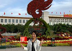 17-10-2007 ALGEMEEN: VOORBEREIDINGEN OLYMPISCHE SPELEN BEIJING 2008: CHINA<br /> De Olympische sportsymbolen in bloemencorso op het Tiananmen - Plein van de Hemelse Vrede - Olympische Ringen en vlam vuur - Op de achtergrond Het Nationaal Museum<br /> ©2007-WWW.FOTOHOOGENDOORN.NL *** Local Caption ***