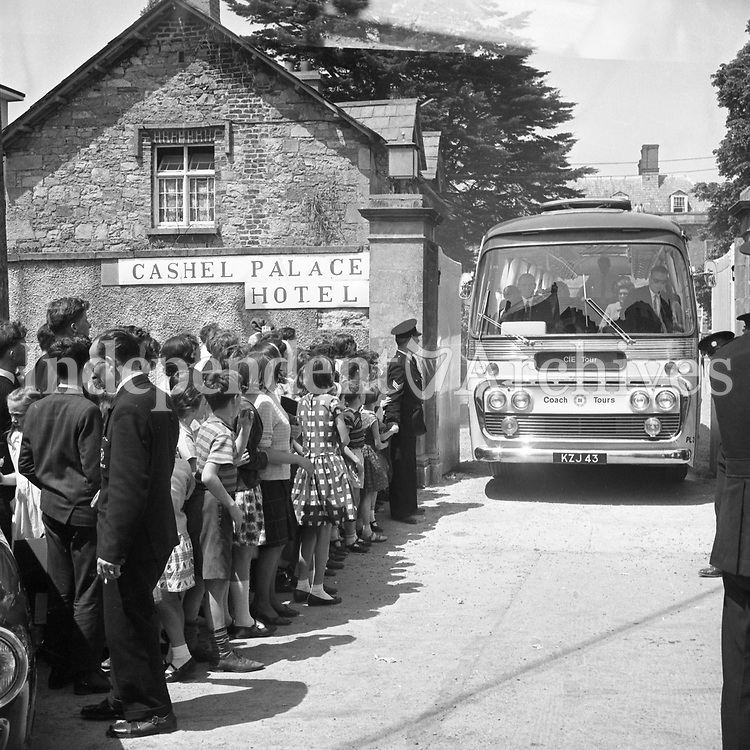 Jacqueline (Jackie) Kennedy's June 1967 visit to Ireland.<br /> Travelling by bus to one of her destinations.<br /> The building they are beside is The Cashel Palace Hotel.<br /> (Part of the Independent Ireland Newspapers/NLI Collection)