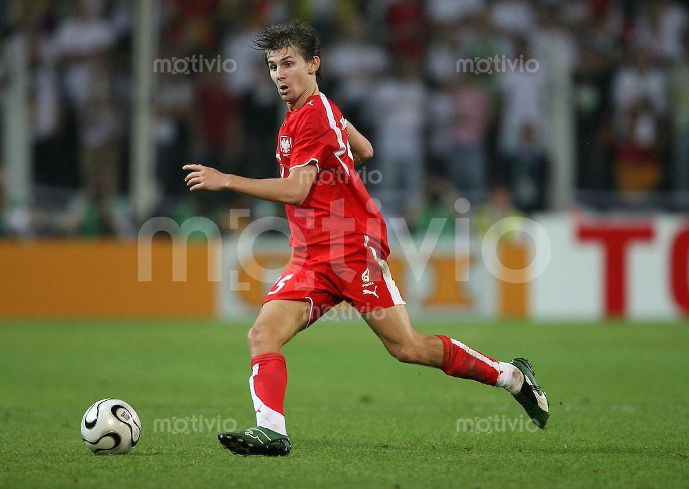Fussball   WM 2006   Gruppenspiel Vorrunde   Deutschland - Polen Ebi SMOALREK (Polen), Einzelaktion am Ball