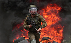 May 24, 2019, Nablus, West Bank, Occupied Territories:  An Israeli soldier holds his weapon during clashes with Palestinian protesters after a protest against the expanding of Jewish settlements in Kufr Qadoom village near the West Bank city of Nablus. (Credit Image: © Zhao Yue/Xinhua via ZUMA Wire)