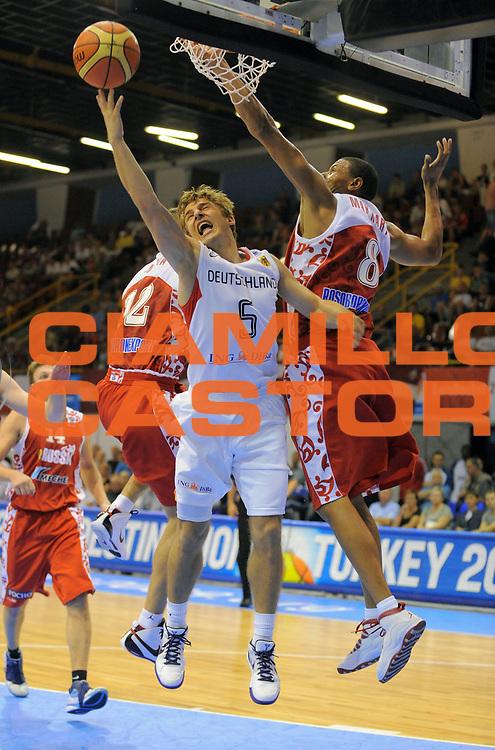 DESCRIZIONE : Gdansk Poland Polonia Eurobasket Men 2009 Preliminary Round  Russia Germania Germany<br /> GIOCATORE : Heiko Schaffartzik<br /> SQUADRA : Germania Germany<br /> EVENTO : Eurobasket Men 2009<br /> GARA : Russia Germania Germany<br /> DATA : 08/09/2009 <br /> CATEGORIA : tiro<br /> SPORT : Pallacanestro <br /> AUTORE : Agenzia Ciamillo-Castoria/T.Wiedensohler<br /> Galleria : Eurobasket Men 2009 <br /> Fotonotizia : Gdansk Poland Polonia Eurobasket Men 2009 Preliminary Round Russia Germania Germany<br /> Predefinita :