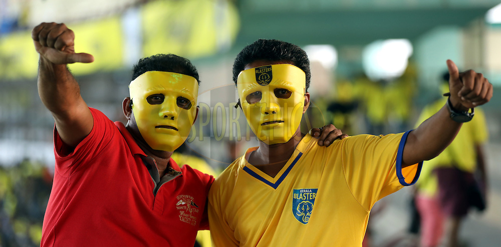 Fan's arrives for the match 48 of the Indian Super League (ISL) season 3 between Kerala Blasters FC and FC Pune City held at the Jawaharlal Nehru Stadium in Kochi, India on the 25th November 2016.<br /> <br /> Photo by Sandeep Shetty / ISL / SPORTZPICS