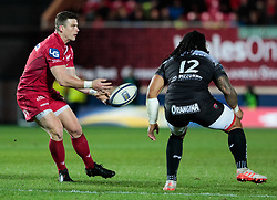Scarlets' Scott Williams gets the ball away<br /> <br /> Photographer Simon King/Replay Images<br /> <br /> European Rugby Champions Cup Round 6 - Scarlets v Toulon - Saturday 20th January 2018 - Parc Y Scarlets - Llanelli<br /> <br /> World Copyright © Replay Images . All rights reserved. info@replayimages.co.uk - http://replayimages.co.uk