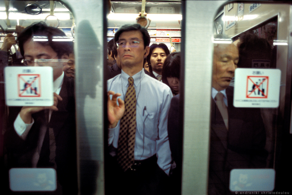 Metro doors closing in a crowded Tokyo Metro train