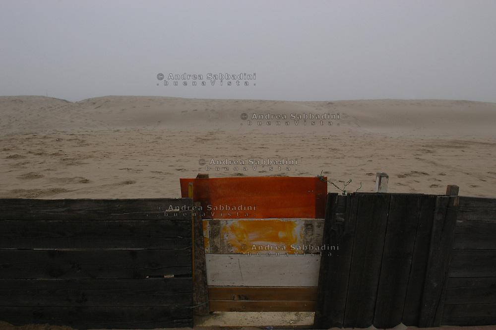 Riccione, 05/02/2006: stabilimenti balneari - seaside resort.<br /> &copy; Andrea Sabbadini