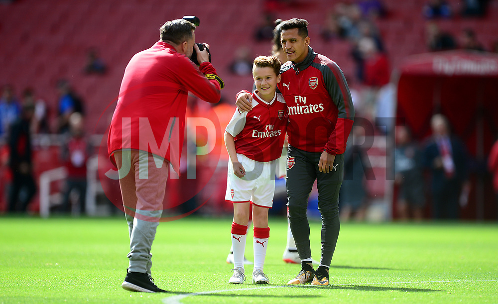 Alexis Sanchez of Arsenal has his picture taken with the match day mascot. - Mandatory by-line: Alex James/JMP - 09/09/2017 - FOOTBALL - Emirates Stadium - London, England - Arsenal v Bournemouth - Premier League