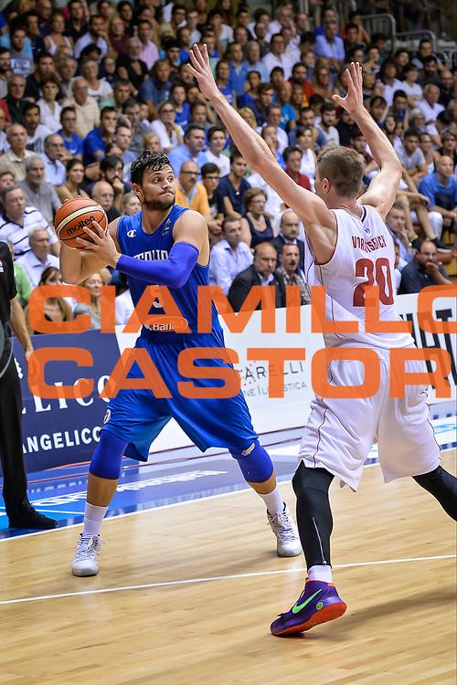 DESCRIZIONE : Trieste torneo internazionale Citta&rsquo; di Trieste 2015 Italia Russia<br /> GIOCATORE : Alessandro Gentile<br /> CATEGORIA : Passaggio<br /> SQUADRA : Italy Italia<br /> EVENTO : Torneo internazionale Citta&rsquo; di Trieste 2015 <br /> GARA : ItaliaRussia<br /> DATA : 30/08/2015<br /> SPORT : Pallacanestro<br /> AUTORE : Agenzia Ciamillo-Castoria/M.Ozbot<br /> Galleria : FIP Nazionali 2015<br /> Fotonotizia : Trieste torneo internazionale Citta&rsquo; di Trieste 2015 Italia Russia