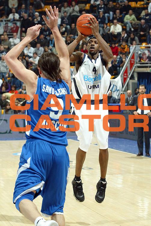 DESCRIZIONE : Bologna Uleb Cup 2007-08 Beghelli Fortitudo Bologna Dynamo Mosca <br /> GIOCATORE : Horace Jenkins <br /> SQUADRA : Beghelli Fortitudo Bologna <br /> EVENTO : Uleb 2007-2008 <br /> GARA : Beghelli Fortitudo Bologna Dynamo Mosca <br /> DATA : 11/12/2007 <br /> CATEGORIA : Tiro <br /> SPORT : Pallacanestro <br /> AUTORE : Agenzia Ciamillo-Castoria/G.Livaldi <br /> Galleria : Uleb Cup 2007-2008 <br /> Fotonotizia : Bologna Uleb Cup 2007-2008 Beghelli Fortitudo Bologna Dynamo Mosca<br /> Predefinita :