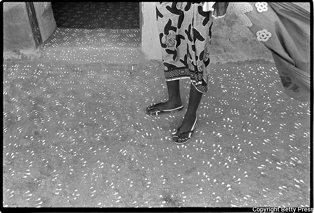 The footprint of one person is narrow.  Congolese proverb<br />