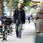 NLD/Amsterdam/20070913 - Jack Spijkerman moet voor zichzelf koken en verlaat de slager in Amsterdam