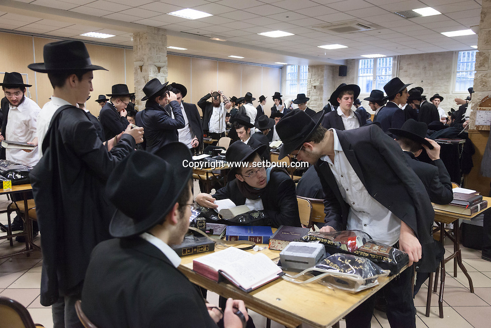 France. Brunoy 94. Lubavitch jews.  morning prayer in , the yechiva Tom'hei Temimim , religious school of Brunoy.