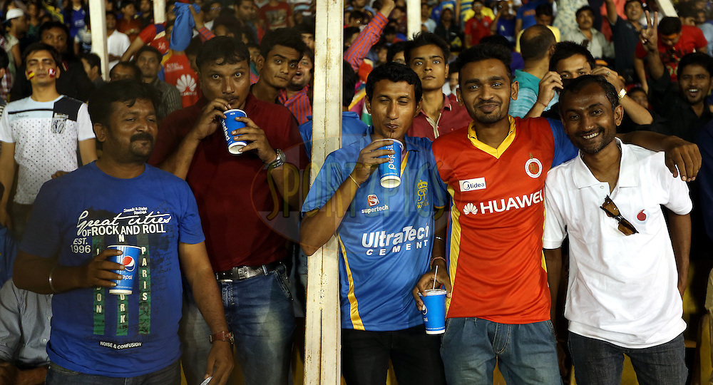 Fan's Enjoy's the pepsi drink during match 22 of the Pepsi IPL 2015 (Indian Premier League) between The Rajasthan Royals and The Royal Challengers Bangalore held at the Sardar Patel Stadium in Ahmedabad , India on the 24th April 2015.<br /> <br /> Photo by:  Sandeep Shetty / SPORTZPICS / IPL