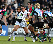 Twickenham, GREAT BRITAIN,  Ospreys, Gavin HENSON, looking for a way through, during the EDF. Energy Cup. between, Harlequins vs Ospreys at Twickenham Stoop.  02/12/2007 [Mandatory Credit Peter Spurrier/Intersport Images].