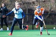 BLOEMENDAAL - Mauri Kleinschiphorst (Nijm.) met Sophie Schlatmann (Bldaal)  hoofdklasse competitie dames, Bloemendaal-Nijmegen (1-1) COPYRIGHT KOEN SUYK