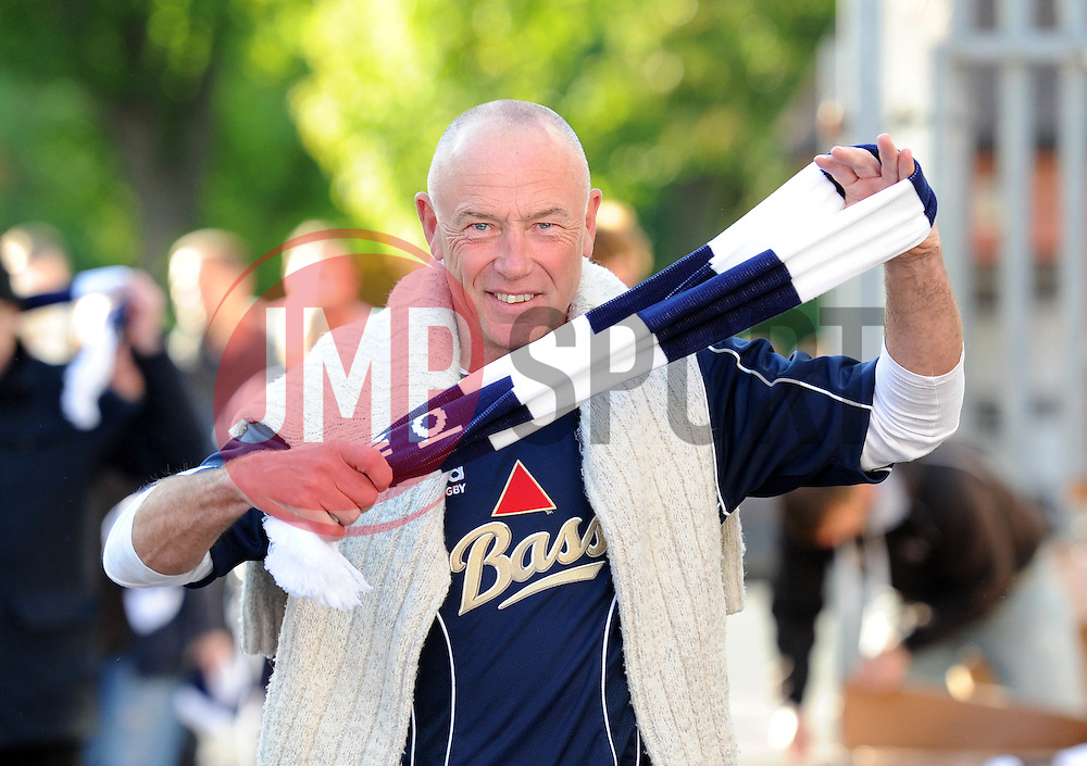 Bristol Rugby fan - Photo mandatory by-line: Dougie Allward/JMP - Mobile: 07966 386802 - 20/05/2015 - SPORT - Rugby - Bristol - Ashton Gate - Bristol Rugby v Worcester Warriors - Greene King IPA Championship - Play-Off Final