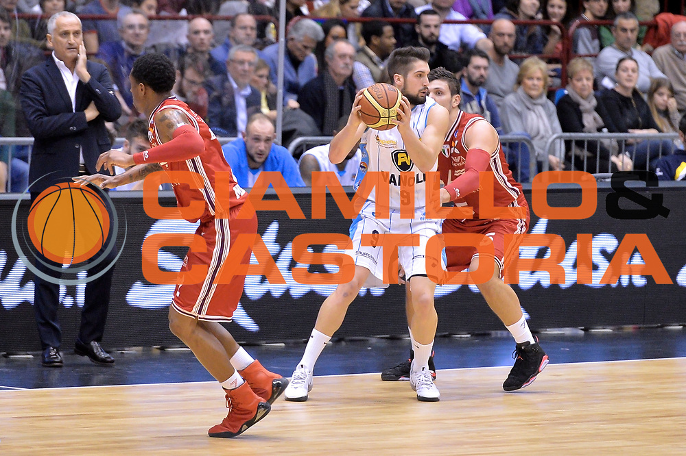DESCRIZIONE : Milano Lega A 2014-15  EA7 Emporio Armani Milano vs Vagoli Basket Cremona<br /> GIOCATORE : Mian Fabio<br /> CATEGORIA : Palleggio Difesa<br /> SQUADRA : Vagoli Basket Cremona<br /> EVENTO : Campionato Lega A 2014-2015<br /> GARA : EA7 Emporio Armani Milano vs Vagoli Basket Cremona<br /> DATA : 25/01/2015<br /> SPORT : Pallacanestro <br /> AUTORE : Agenzia Ciamillo-Castoria/I.Mancini<br /> Galleria : Lega Basket A 2014-2015  <br /> Fotonotizia : Cant&ugrave; Lega A 2014-2015 Pallacanestro : EA7 Emporio Armani Milano vs Vagoli Basket Cremona<br /> Predefinita :