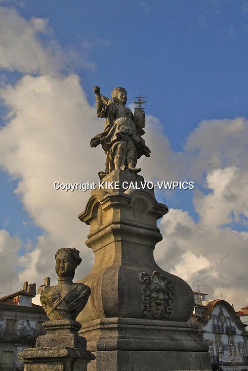 Statue of Viana do Castella