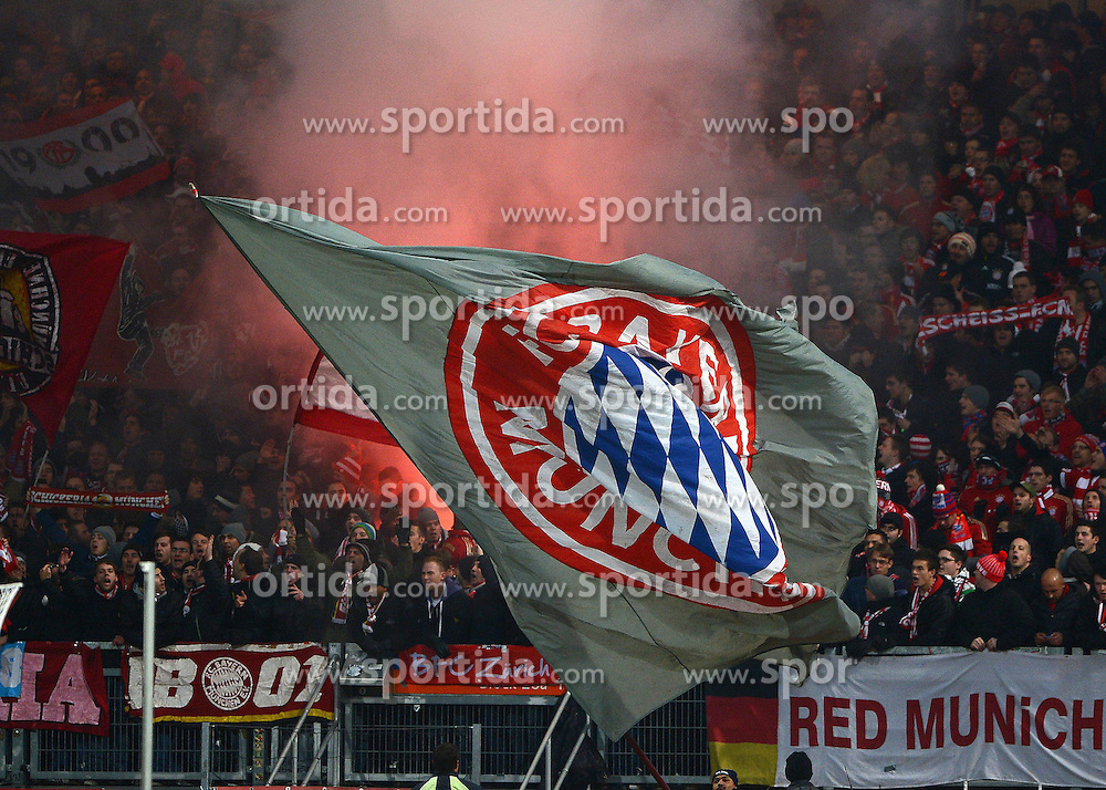 17.11.2012, easyCredit Stadion, Nuernberg, GER, 1. FBL, 1. FC Nuernberg vs FC Bayern Muenchen, 12. Runde, im Bild Die Fans des FC Bayern Muenchen zuenden bengalische Feuer // during the German Bundesliga 12th round match between 1. FC Nuernberg and FC Bayern Munich at the easyCredit Stadium, Nuernberg, Germany on 2012/11/17. EXPA Pictures © 2012, PhotoCredit: EXPA/ Eibner/ Matthias Merz..***** ATTENTION - OUT OF GER *****